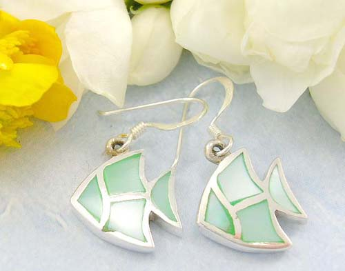 Free wholesale silver jewelry shopping sterling silver earrings in fish pattern with nature green stained seashell