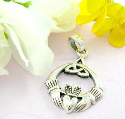 Online fashion custom jewelry 925 Sterling silver pendant with traditional Irish Jewelry Claddagh - the Irish symbol of love