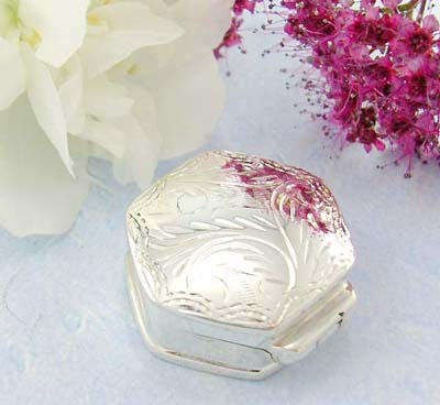 Cute jewelry shopping online pyramid shape sterling silver pill box with flower decor on the cover