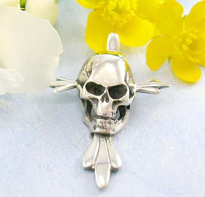 Discount pendants for sale stick-out head and chin skull pattern design in 925 sterling silver pendant