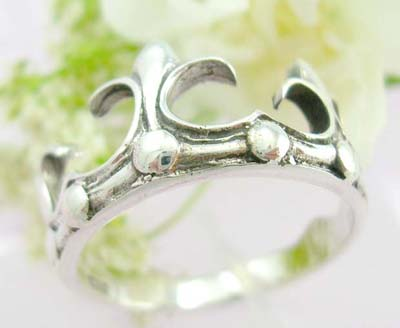 Scream gift idea sterling silver with crown shape and wave decor each side