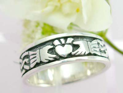 Shopping jewelry hand ring sterling silver ring with two hand decor and twist line decor each side