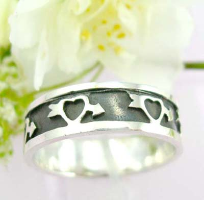 Teen trend jewelry sterling silver ring with heart and arrow pattern