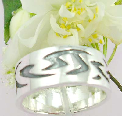 Body jewlery online distributor catalog Sterling silver ring with flower celtic knot work